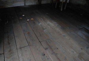 古い倉庫の2Fの古材